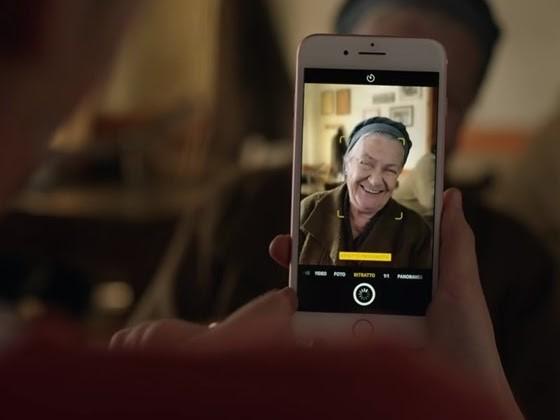 """Pubblicità iPhone 7 Plus """"Tocca a me"""": modalità Ritratto - canzone jodel"""