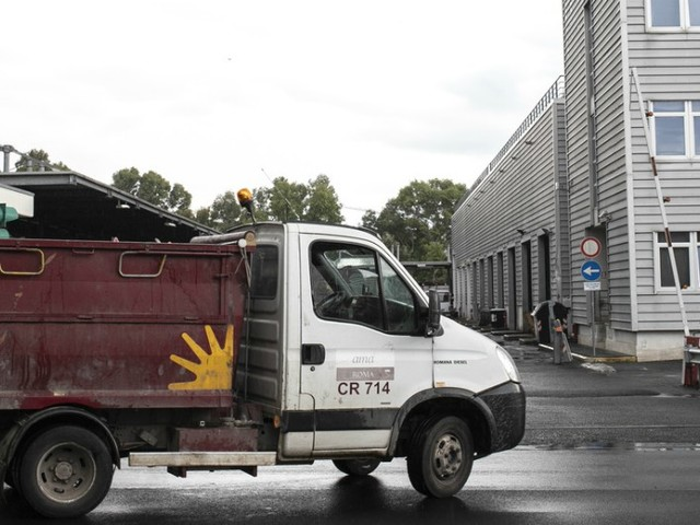 Ama Roma, tra bilanci bloccati e dimissioni in Campidoglio: tutti i nodi della raccolta rifiuti della Capitale