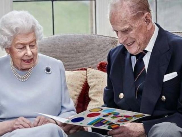 La Regina Elisabetta e il principe Filippo festeggiano 73 anni di nozze, che record!