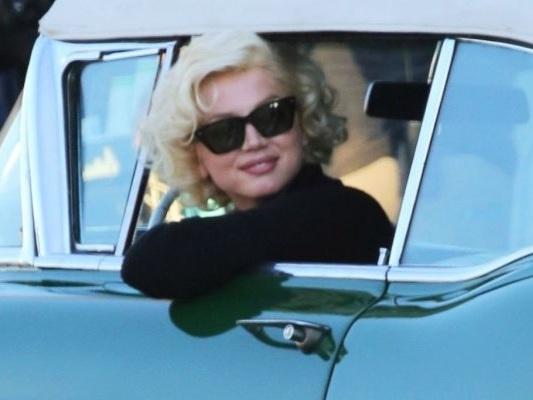 Blonde: Ana de Armas trasformata in Marilyn Monroe sul set, ecco le foto!