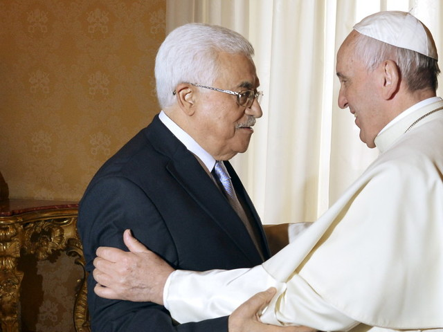 """Oggi l'annuncio di Donald Trump su Gerusalemme, Abu Mazen telefona al Papa che chiede """"prudenza e saggezza"""""""