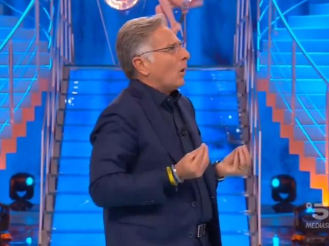 """Ciao Darwin, Paolo Bonolis e la denuncia per """"abusi sui maiali"""""""