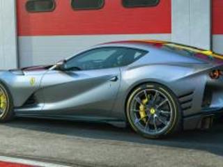 Ferrari 812 Competizione, l'ultimo acuto del V12 è da infarto. Video