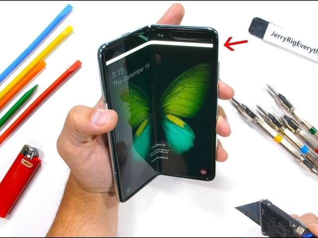 Samsung Galaxy Fold (reworked): il test di resistenza