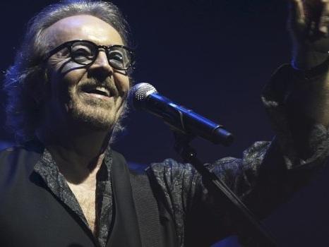 Gianni Morandi con Umberto Tozzi all'Arena di Verona per 40 anni che Ti Amo: reunion per Si può dare di più?