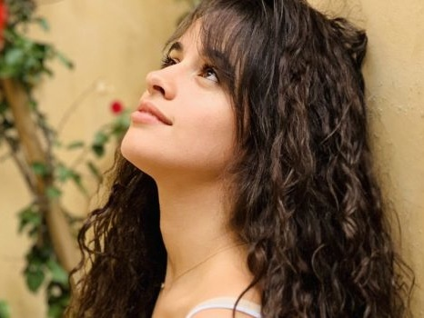 Liar è il nuovo singolo di Camila Cabello in rotazione radio, l'amore latino che consuma (audio, testo e traduzione)