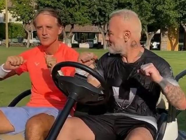 Roberto Mancini e Gianluca Vacchi, scatta il balletto per gli Euro 2020: il [VIDEO] diventa virale