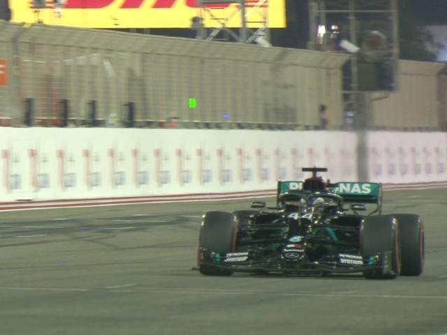 Qualifiche Gp Bahrain: Hamilton in pole. Notte fonda per la Ferrari