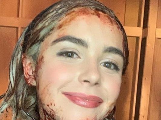 Le terrificanti Avventure di Sabrina 3: una foto di Kiernan Shipka anticipa una stagione sanguinosa!