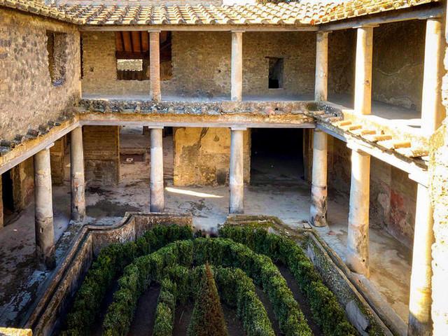 A Pompei dopo 40 anni riapre la Casa degli amanti