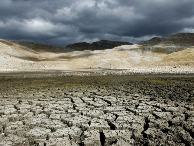 La Grande Sete, l'Italia nella morsa della siccità: a secco il bacino del Po. E allarme per il Lago di Bracciano, riserva di Roma