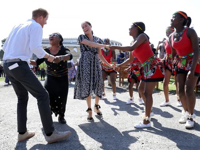 Harry e Meghan hanno iniziato il tour in Africa