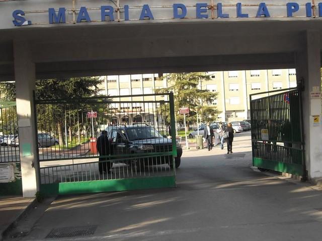Nola, la regione vuole convertire l'ospedale in covid center: la protesta dei cittadini