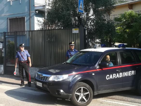 Arco, tenta di uccidere la ex a colpi di forbici: fermato dall'intervento dei Carabinieri