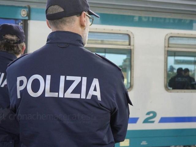 Roma, bambino di sette mesi abbandonato nella carrozzina: arrestata una donna a Bologna