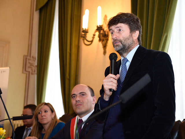 Ora i dem arruolano Grillo per mettere un freno a Di Maio