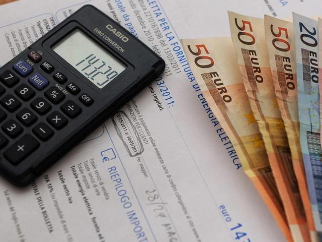 Caro bollette, Cdm approva il decreto per il taglio dei costi di luce e gas