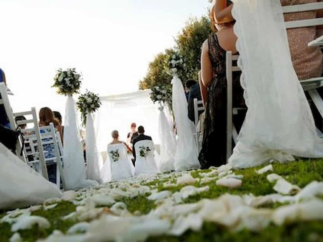Matrimoni: 70% rinviati per impossibilità festeggiare. Ci si sposa per la festa?