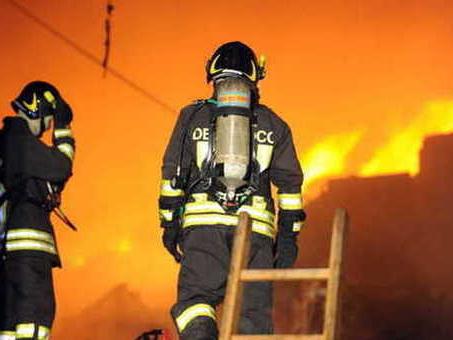 Paura in citt?, cantiere in fiamme: operai evacuati, un ferito grave