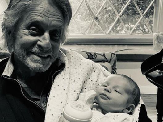 Michael Douglas è un nonno emozionato su Instagram