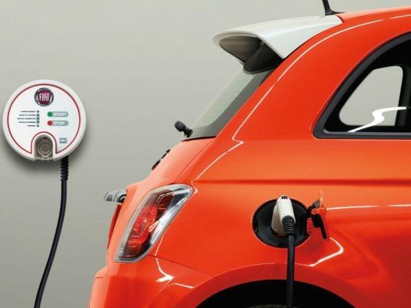Fiat 500 elettrica: taglio del target di produzione per problemi con i fornitori