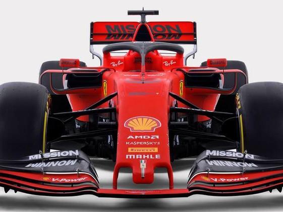 Ferrari, ecco la nuova SF90 Omaggio ai 90 anni della Rossa