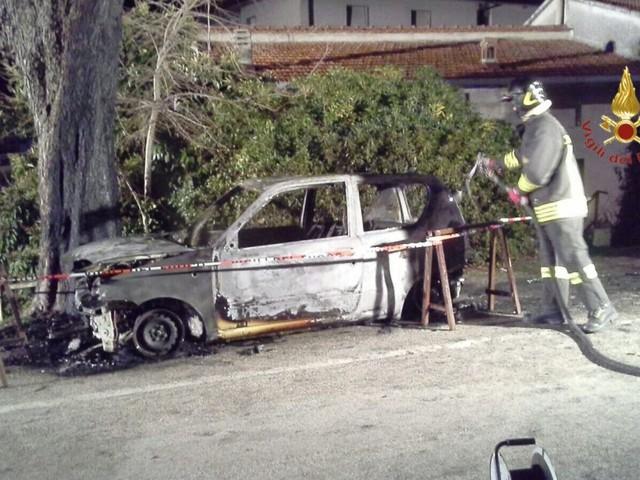 Montefalco, nella notte a fuoco auto alimentata a Gpl