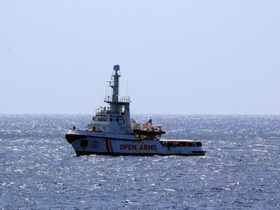 Open Arms rifiuta la Spagna: «Dobbiamo sbarcare ora»