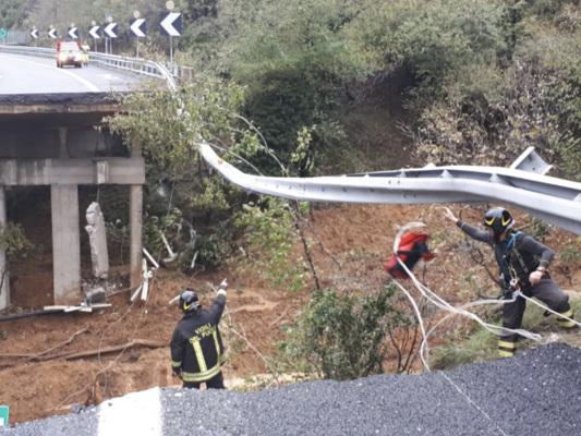 Il maltempo flagella il Nord-Ovest. Crolla un pezzo di viadotto della A6 in Liguria