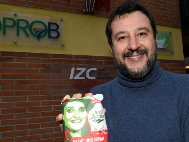 """Selfie sindacalista Cgil-Salvini, licenziato/ """"In malattia""""; replica """"odiano la Lega"""""""