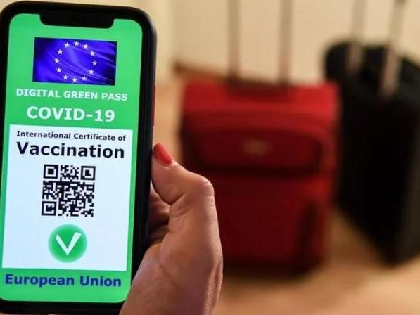 La guida al Green Pass: ecco i requisiti per averlo, come si utilizza in Italia e all'estero