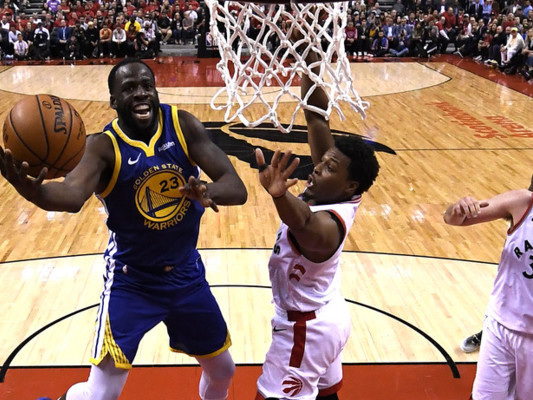 Finali NBA: i Warriors pareggiano la serie ma tremano per l'infortunio a Thompson