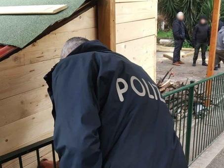 """San Basilio, spuntano casette in legno abusive: ?servivano per spacciare droga """"in tranquillità"""""""