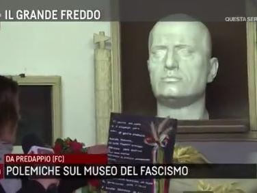 Agorà in diretta dalla tomba del Duce. Alessandra Mussolini infuriata: «Trasmissione provocatoria e violenta» – Video