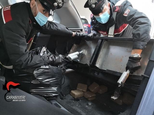 Corriere della droga bloccato in Calabria, aveva 18 kg di hashish