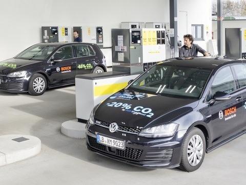 """Blue Gasoline, la """"verde più verde"""" di Bosch, Shell e VW riduce le emissioni di CO2 del 20%"""