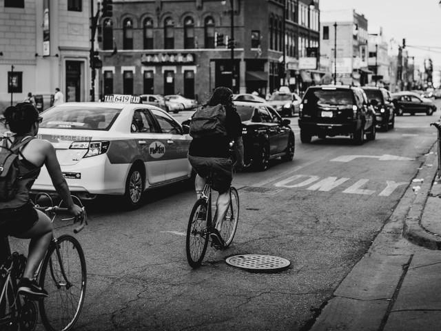 Pedoni e ciclisti vittime del traffico: le città da trasformare