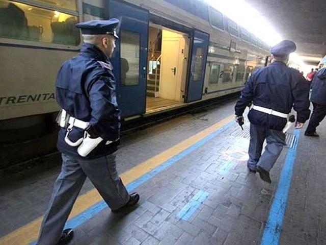 In treno senza biglietto aggredisce agenti Polfer: arrestato egiziano