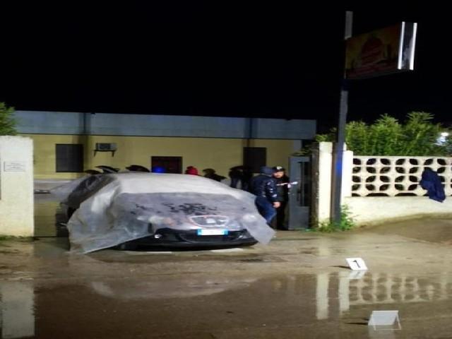 Foggia, ergastolano ucciso a colpi di fucile a due passi da casa: indagini in corso