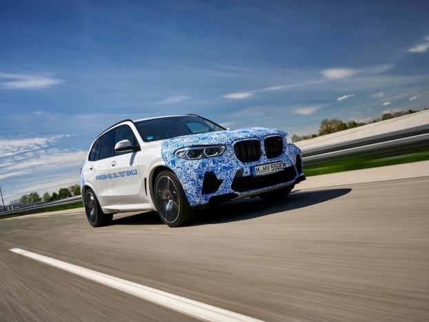 BMW inizia a testare il SUV i Hydrogen NEXT su strada