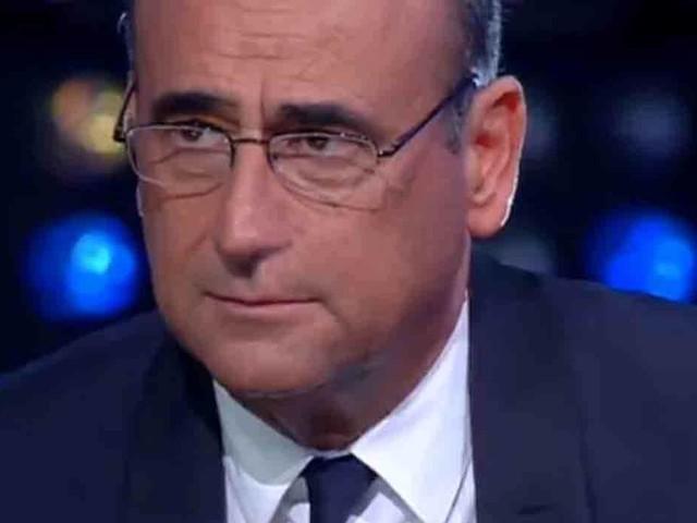 """""""Per carità…"""". Carlo Conti, la clamorosa gaffe con Francesca Fialdini fa calare il gelo in studio"""