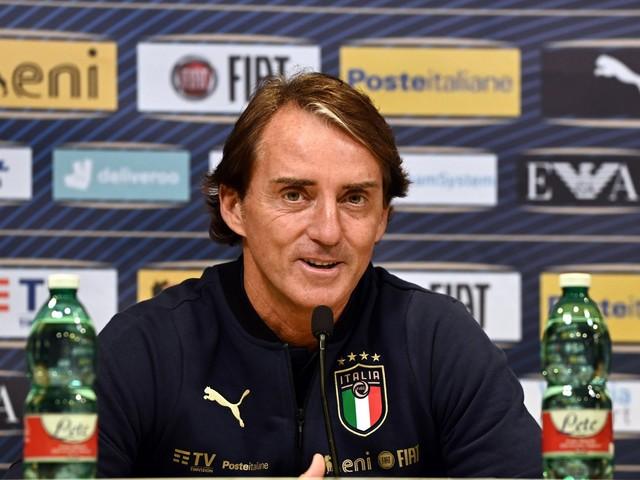 """Mancini: """"Il calcio è un diritto"""". Il ct lascia in panca il governo"""