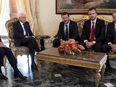 """Salvini: """"La via maestra è il popolo, ma sì a rimpasto se i no si trasformano in sì"""""""
