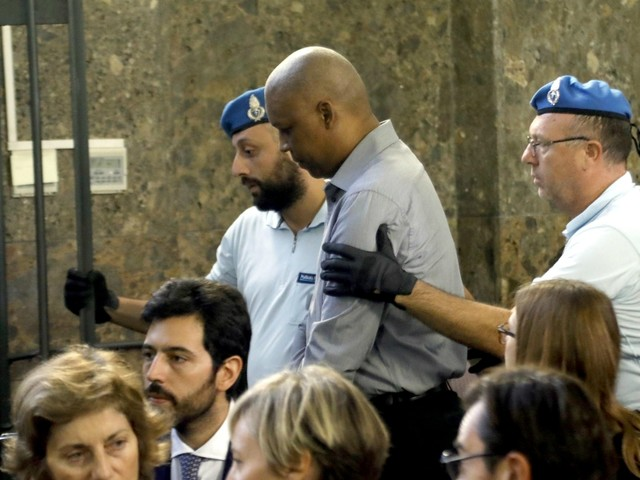 Bus dirottato a Milano, Ousseynou Sy è stato condannato a 24 anni di carcere. Accolta la tesi dei pm sul sequestro a fini terroristici