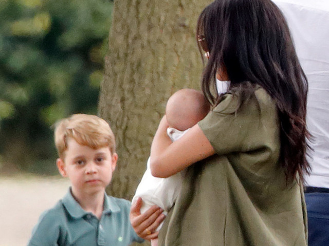 George, Charlotte e Louis, che hanno visto solo due volte il cugino Archie