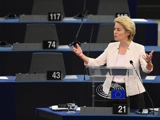 Sì del Parlamento a von der Leyen È presidente della Commissione Ue