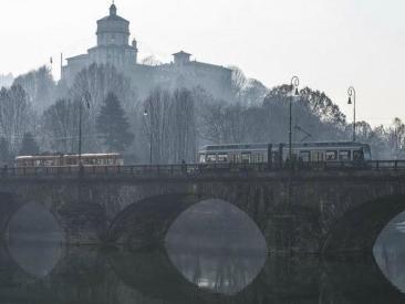 """Smog, il Comune di Torino: """"Non aprite porte e finestre, non fate sport"""". A Lodi e Cremona 9 giorni di sforamento Pm10"""