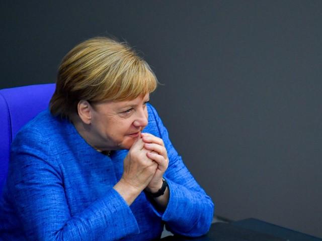 La lezione della Merkel: stop alla vendita di armi. Putin avverte: torna l'Isis