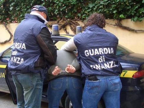 Sicilia, contrabbando: maxi sequestro di 7 tonnellate di sigarette dal Nord Africa, 17 arresti