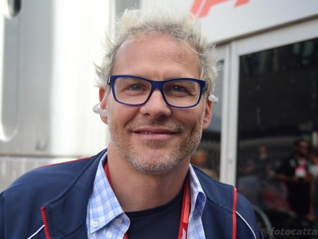 """F1, Jacques Villeneuve difende Vettel: """"Lo criticano perché tifano tutti per Leclerc"""""""